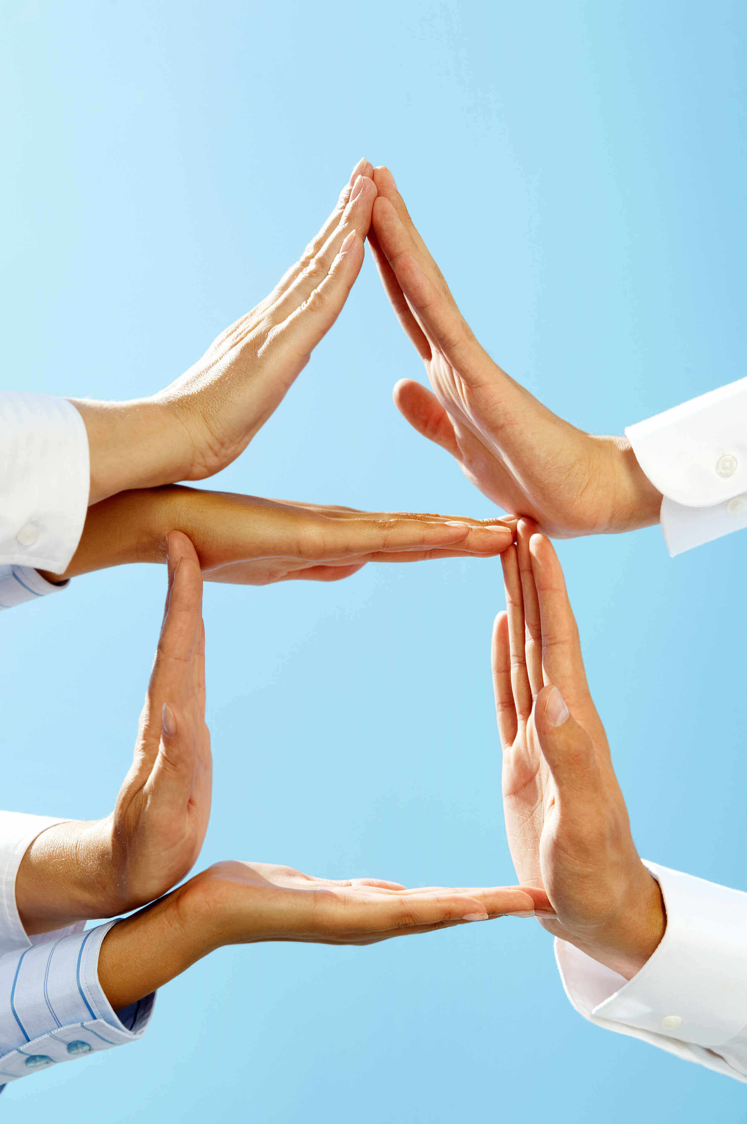 Hands forming a triangle on top of a square - optimize the customer journey